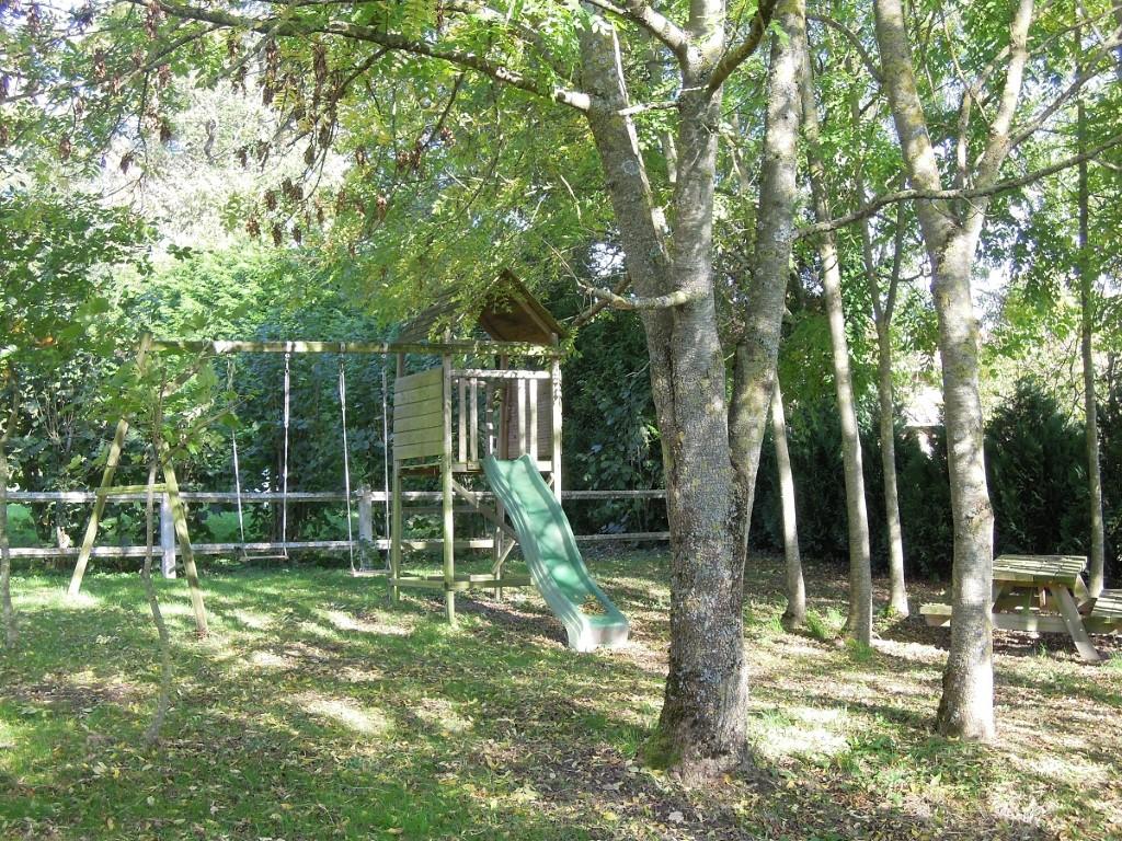 Hunting lodge children playground with picnic corner, 22-10-013 kopie
