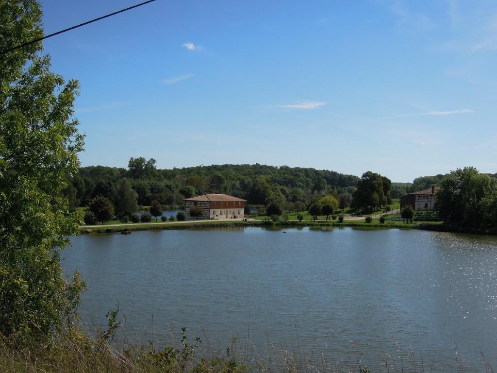 Villers bucolic  surroundings, farm and fish farm, 10-9-011